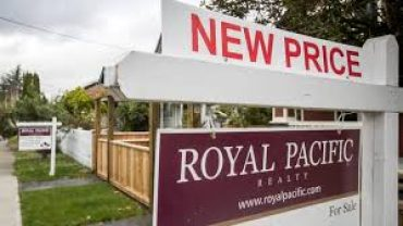 foreign buyers influence Toronto and Victoria home prices
